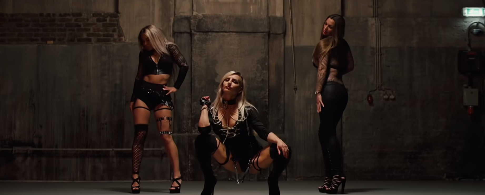 Gogo Tänzerinnnen für Musikvideo buchen
